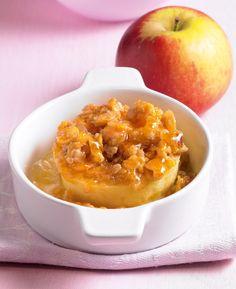Bratapfel mit Knusperbelag als warmes Dessert