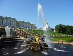 Most Famous Fountains: Samson Fountain at Peterhof Palace, Saint Petersburg (source: wiki)