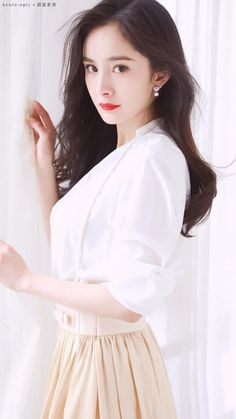 Actress Yang Mi sure knows how to spot cute separates and pair them together. Asian Celebrities, Celebs, Asian Woman, Asian Girl, Homemade Gifts For Boyfriend, Boyfriend Gifts, Chinese Actress, Beautiful Asian Women, Beautiful Ladies