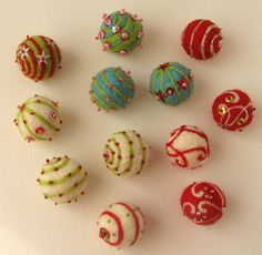 felted and embroidered wool balls Fabric Beads, Paper Beads, Textile Jewelry, Fabric Jewelry, Wet Felting, Needle Felting, Felt Christmas, Christmas Crafts, Christmas Ornaments