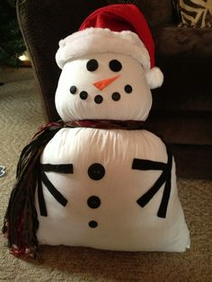 Snowman pillow, great for sitting on the couch or on the front porch Christmas 2019, Christmas Crafts, Christmas Decorations, Christmas Stuff, Christmas Ideas, Xmas, Sock Snowman, Snowman Crafts, Porch Decorating