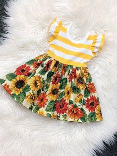 El listado es sólo para el vestido, el cinturón no viene con el vestido. Los shorts se venden por separado.  La colocación del patrón varía!  Por favor Nota: todos los artículos en mi tienda son hechos a medida, no hay reembolsos, cambios o devoluciones. Todas las ventas son definitivas.   El Girls Fall Dresses, Summer Dresses, Kids Outfits, Cute Outfits, Sunflower Dress, Thanksgiving Baby, Girl Falling, Birthday Dresses, Sewing For Kids