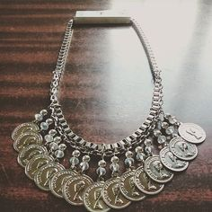 Nuevo collar F R I D A #monedas ! Súper canchero ✌ Photo And Video, Chain, Diamond, Instagram, Jewelry, Ideas, Coins, Pendants, Bijoux
