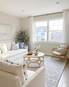 Home Decor Recibidor Creating Beautiful Spaces with Natural Seating from Serena & Lily My Living Room, Home And Living, Living Room Decor, Living Spaces, Bedroom Decor, Coastal Living, Coastal Homes, Small Living, Cottage Style Living Room