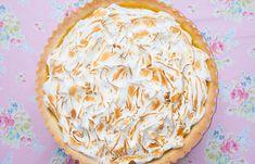 Citroen meringue taart Meringue Recept, Lemon Meringue Pie, Marshmallow Pie Recipe, Eagle Brand Recipes, Strawberry Mousse Cake, Bbq Desserts, Oreo Crust, Baked Strawberries, Cheesecake Cupcakes
