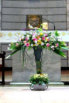 Cascade Bouquet, Church Flowers, Floral Arrangements, Floral Wreath, Wreaths, Spring, Plants, Design, Home Decor