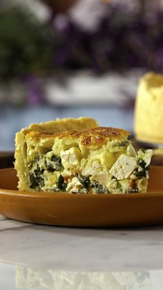 Start your morning off the tasty way with a warm, flaky quiche of spinach and ricotta. Spinach Quiche Recipes, Veggie Recipes, Cooking Recipes, Healthy Breakfast Recipes, Healthy Recipes, Food Porn, Breakfast Quiche, Good Food, Yummy Food
