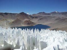 Corona del Inca, lago en un cráter volcánico en la cordillera de los Andes, cerca del Parque Laguna Brava, La Rioja, Argentina. Acceso via Ruta 40