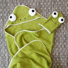 Je ne suis pourtant pas une fan de vert mais je ne pouvais pas ne pas faire cette sortie de bain #burda ! 🐸 #kermit 😍 . ✂️ tissu éponge