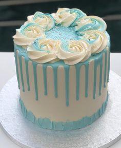 Cake Decorating Frosting, Cake Decorating Designs, Creative Cake Decorating, Cake Decorating Videos, Birthday Cake Decorating, Elegant Birthday Cakes, Pretty Birthday Cakes, Pretty Cakes, Simple Cake Designs