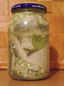 Śledzie w occie Fish Dishes, Main Dishes, Polish Recipes, Preserves, Pickles, Cucumber, Mason Jars, Recipies, Canning