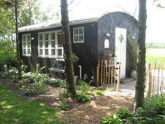 Fru Pedersens have: Sådan byggede vi skurvognen til haven.