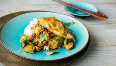 Kyllingwok med hvitløk, chili og Thai basilikum