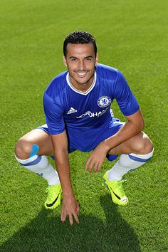 Pedro of Chelsea during the Chelsea Official Team Group at the Cobham Training Ground on September 13 2016 in Cobham England Chelsea Fc Players, Chelsea Fans, Chelsea Football, Chelsea Fc Wallpaper, Soccer Pictures, Stamford Bridge, Professional Football, Football Players, Nike Football