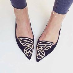 Desejo do dia: as lindas e confortáveis #sapatilhas de borboleta da top designer @sophiawebster. Para descer do salto com muito estilo!  Today's wish: the cute and comfy butterfly flats from #SophiaWebster. Love it! #flats #moda #estilo #sapato #fashion #style #shoes #stylish #love