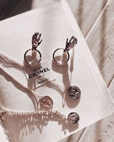 Image about fashion in Jewels by blondechanel Dainty Jewelry, Cute Jewelry, Jewelry Box, Silver Jewelry, Jewellery, Women Accessories, Jewelry Accessories, Fashion Accessories, Jewelry Photography