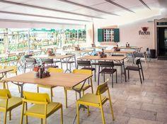 Toller Gastgarten mitten in Salzburg #Gastgarten #Salzburg #Fuxn #Emu #Shine #Outdoor #colourful #interiordesign #createidentity #area