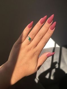 Discover the 10 most popular nail polish colors of all time! - My Nails Acrylic Nails Natural, Best Acrylic Nails, Ten Nails, Fire Nails, Minimalist Nails, Dream Nails, Chrome Nails, Nagel Gel, Stylish Nails