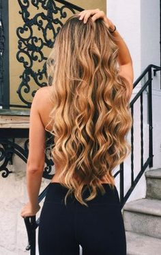 Loving these long curls!! This is the perfect style for the upcoming summer!