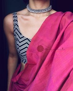 Blouse Back Neck Designs, Saree Blouse Designs, Blouse Patterns, Trendy Sarees, Stylish Sarees, Sari Bluse, Saree Jewellery, Silver Jewellery, Antique Jewelry