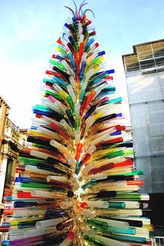 1000 multicolored handmade and mouth blown glass tubes make this Christmas Tree.