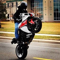 Can you do this? Yamaha R1 Stunt ruthless