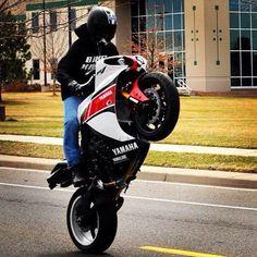 Can you do this? Yamaha R1 Stunt