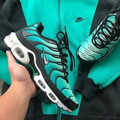 New Plus Bumblebee Women Mens Running Shoes Designer BE TRUE Black Volt Triple Black White Cool Grey Psychic Pink For Men Sneakers Trainers – Shop Running Shoes Nike Air Shoes, Nike Sneakers, Air Max Sneakers, Sneakers Fashion, Cool Mens Sneakers, Nike Shoe, Custom Sneakers, Nike Air Max Plus, Nike Air Max Tn