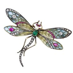 Antiques Jewelry Art Nouveau Silver Over Gold, Plique-a-Jour Enamel, Diamond, Ruby, Emerald And Pearl Dragonfly Brooch c. 1900 Rate this from 1 to 5 Bijoux Art Nouveau, Art Nouveau Jewelry, Jewelry Art, Antique Jewelry, Jewelry Accessories, Vintage Jewelry, Fine Jewelry, Jewelry Design, Vintage Brooches