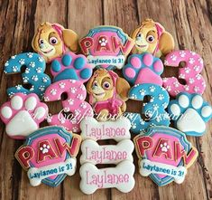 Throw an exceptional get-together for your children's birthday party with these 7 fascinating paw patrol party ideas. The thoughts must be convenient to those who become the true fans of Paw Patrol show. Girl Paw Patrol Party, Paw Patrol Birthday Girl, Girls Paw Patrol Cake, Girls 3rd Birthday, 4th Birthday Parties, Birthday Ideas, Birthday Games, Fond Studio Photo, Birthday Cookies