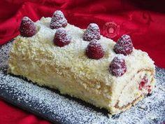 Matcha tea and nettle cake - HQ Recipes Rum Fruit Cake, Chocolate Fruit Cake, Fresh Fruit Cake, Fruit Birthday Cake, Fruit Wedding Cake, Fruit Cake Design, Yule Log Cake, Easy Cake Decorating, Holiday Cakes