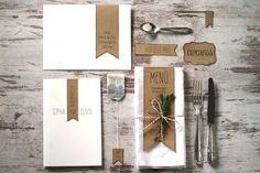 Hochzeitspapeterie mit Kraftpapier: Einladung, Umschlag, Menue, Platzkarte, Candy Bar Label, Teebeutel, Fähnchen    http://hochzeit-mit-konzept.de