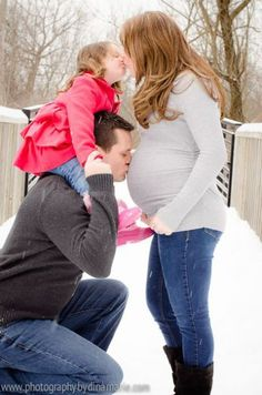 Maternity photos in the SNOW!