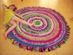 #Trapilho #crochet #rug #alfombra #redonda #ganchillo #trapillo #multicolor, perfecta para #habitación de #niña
