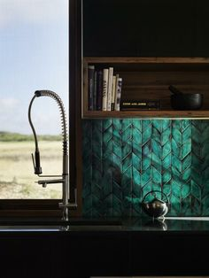 Gone are glass panels, in are beautiful tiles for your kitchen splashback. Glazed, geometric, texture, pattern - designer tiles are the trend. Küchen Design, House Design, Interior Design, Teal Kitchen, Kitchen Decor, 70s Kitchen, Kitchen Splashback Tiles, Green Tile Backsplash, Home Kitchens