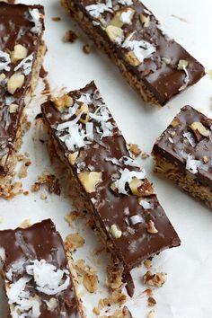 Dark Chocolate Coconut Granola Bars (Healthy!) | Fabtastic Eats