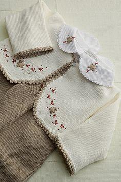 Conjunto tricô, com bolero bege e body coordenado! | Flickr