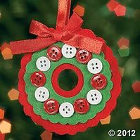 Button Wreath Ornament Craft Kit - great idea for kids to make at Christmas time
