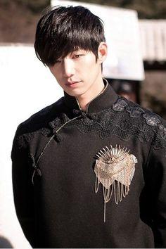 Song Jae Rim as Leader Mo in Inspiring Generation