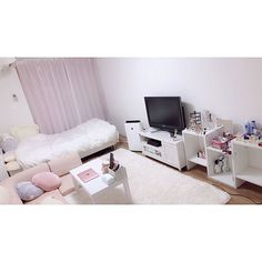 6 Creative Tips on How to Make a Small Bedroom Look Larger Apartment Interior, Room Interior, Interior Design Living Room, Asian Home Decor, Aesthetic Rooms, Dream Rooms, My New Room, Room Inspiration, Bedroom Decor