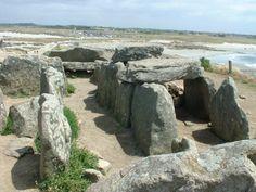Dolmen de la Torche à Plomeur,  Finistère. Brittany