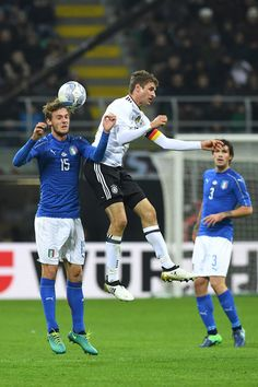 Daniele Rugani of Italy fights for the ball with Thomas Mueller of Germany during the International Friendly Match between Italy and Germany at Giuseppe Meazza Stadium on November 15, 2016 in Milan, .