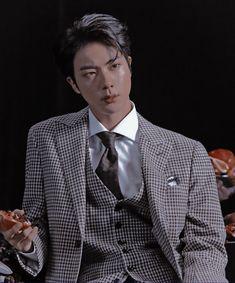 𝑺𝒆𝒐𝒌𝒋𝒊𝒏 (𝑩𝑻𝑺) Jin aesthetic dark daddy material boyfriend look forehead hot handsome concept photo 3 mots 7 edit pic photo Jhope, Namjoon, Taehyung, Jimin, Bts Jin, Seokjin, Jungkook Hot, Boyfriend Look, Jin Photo