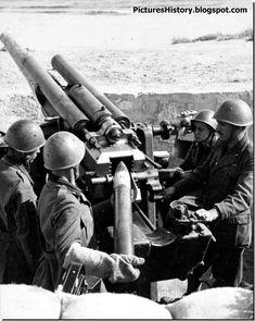 Italians fire a 102 mm gun in North Africa