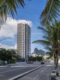 https://flic.kr/p/JKpENh | Prédios residenciais do Rio de Janeiro | Edifício de alto padrão no bairro de São Conrado.  Rio de Janeiro, Brasil. Tenha um dia fantástico! :-)  ____________________________________________  Residencial buildings of Rio de Janeiro  At São Conrado neighborhood.  Rio de Janeiro, Brazil. Have a fantastic day! :-)  ____________________________________________  Buy my photos at / Compre minhas fotos na Getty Images  To direct contact me / Para me contactar…