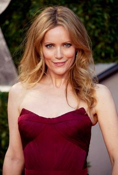 Leslie Mann good strawberry hair color with highlights