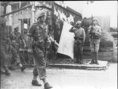 INDOCHINE 1945 Commando N°6 du CLI salué par POW japonais