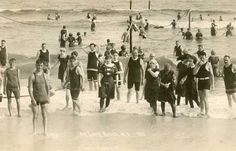 Getting to the shore of Long Beach in 1913 meant wearing head to toe bathing attire, and 25 cents to gain access to the beach. Fire Island, Long Island Ny, Island Beach, Victorian Street, Jones Beach, Beach Images, Coney Island, Beach Town, White Sand Beach
