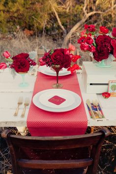Red is a fantastic color, color of passion and love! That's why so many couples choose it for their weddings at any season. You can say that red is good for accenting only winter or even Christmas weddings but that's not so!