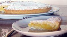 #Torta alla crema della nonna. Dolce tipico ligure composto da due strati di pasta frolla farciti con un ricco strato di crema pasticcera aromatizzata al limone. Scopri la #ricetta http://www.vinicartasegna.it/torta-alla-crema-di-nonna-ro